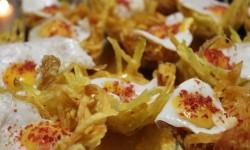 nido patata paja con huevo de codorniz