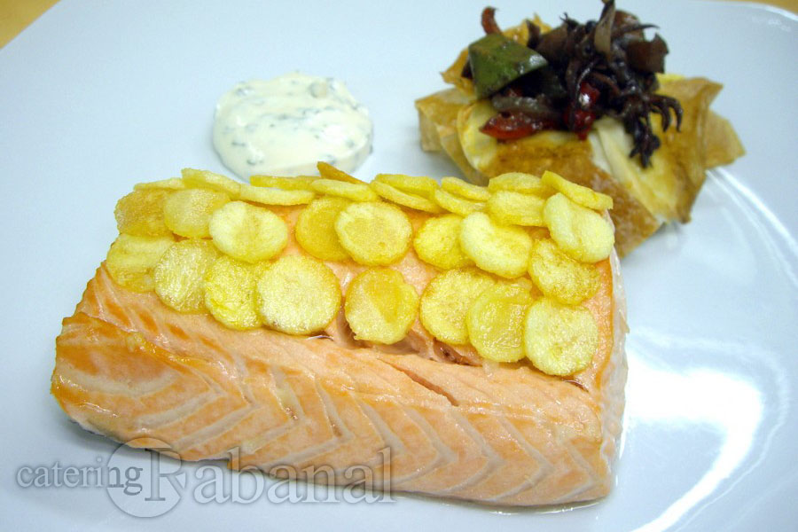 suprema-de-salmon-con-escamas-de-patatas