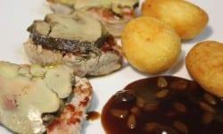 medallones de solomillo de cerdo con foie al pedro ximenez con patatas parisinas