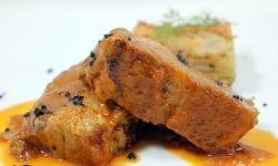 asado de cerdo ibérico con crujiente de patata al vapor