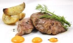 presa iberica con patatas gajo y salsa mojo picon