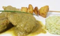 solomillo a la segoviana con arroz verde y brocheta de patata