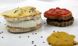 timbal de pez espada acompañado de tartar de berenjenas y crema de verdura