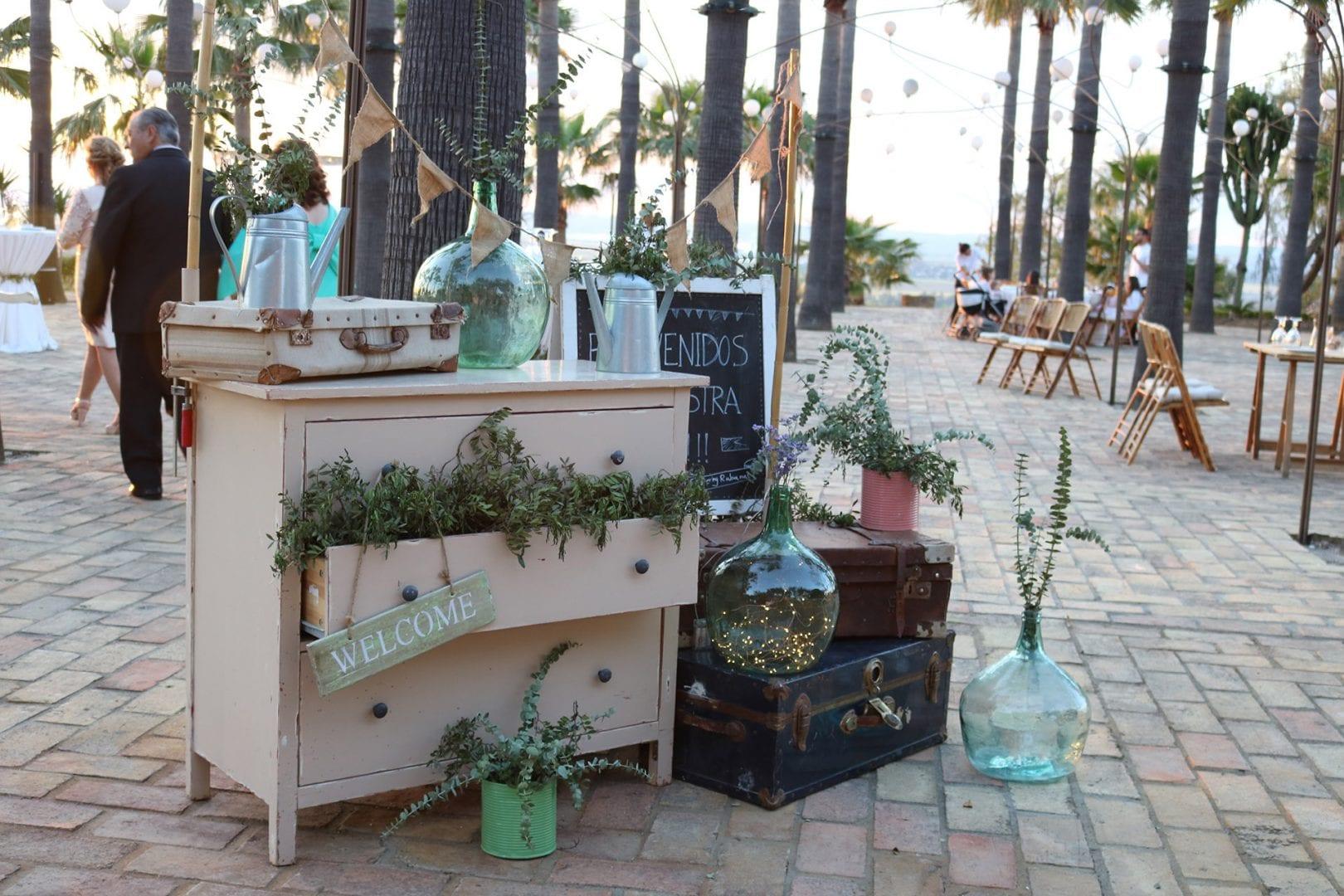 muebles antiguos de estilo vintage para decoración de bodas
