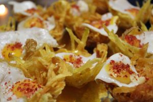 Nido patatas paja con huevo de codorniz