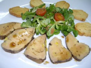 Mousse de pato con ensalada de canónigos y salsa agridulce
